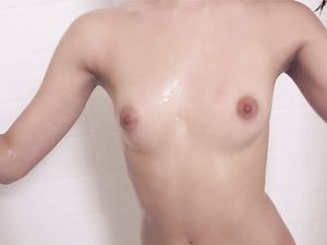 Showering Teen Beauty Dries Off To Suck His Dick