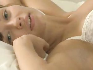 Short Hair Teen Cutie Sensually Masturbates For You