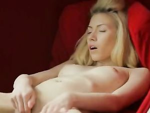 Beauty Parts Her Thighs And Fucks Her Toy