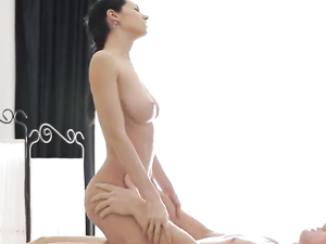 Hand And Pussy Pleasure From A Masseuse