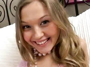 Adorable 18 Year Old Girl Gets A Sexy Rimjob