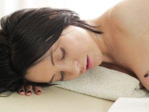 Massage For A Hot Brunette Before Pounding